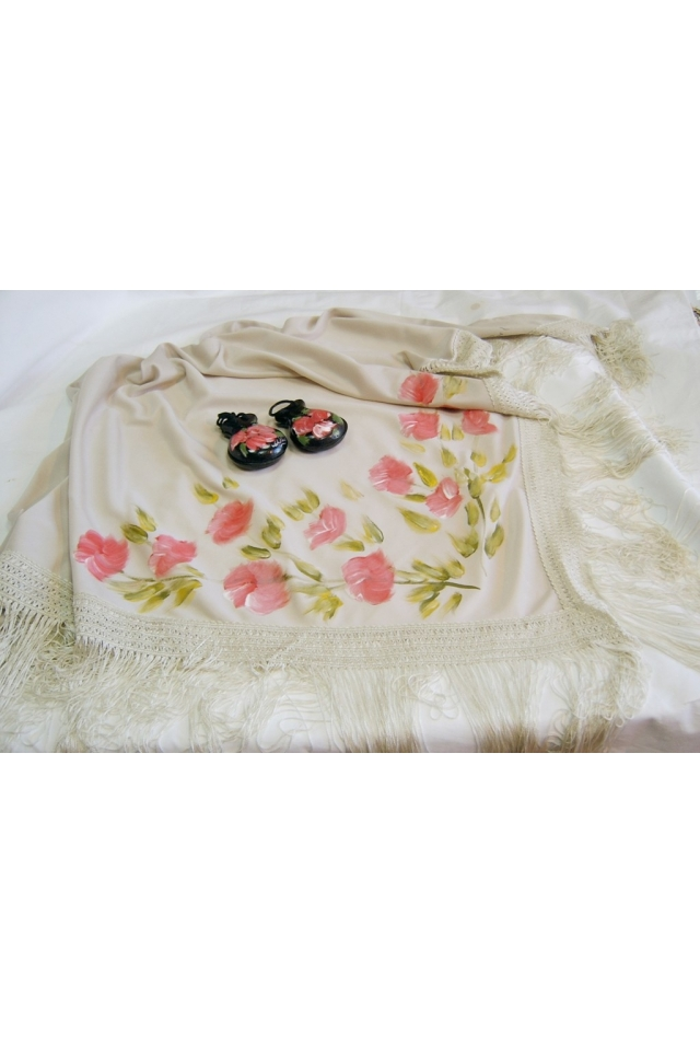 The Shawl with Silk and Art